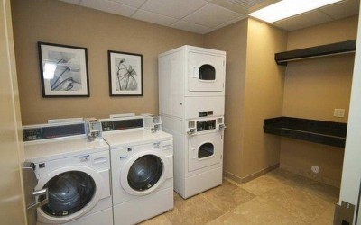 coin-laundry-room2